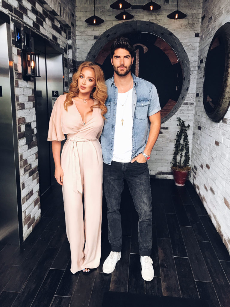 kristina zoe Munich München german model travel blogger fashion blogger deutschland germany miami most popular european blogger hermes gucci dior kristina zoee beverly hills fashion white high heels luxury hollywood hills sign west hollywood climb hike dash store catch L.A. Nick bateman